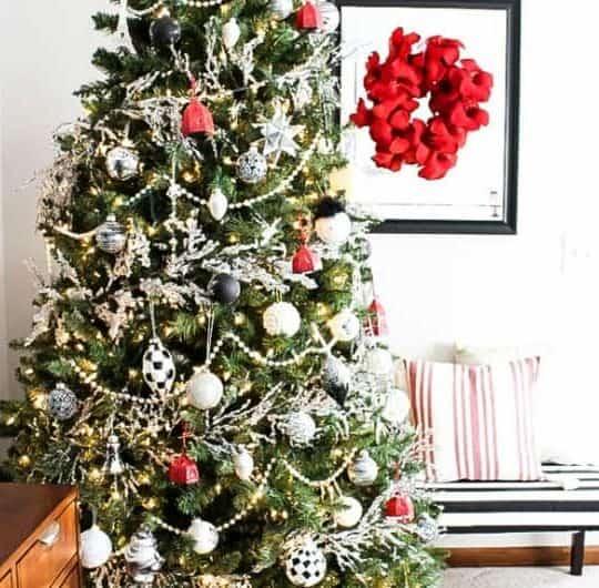 MODERN TRADITIONAL CHRISTMAS TREE