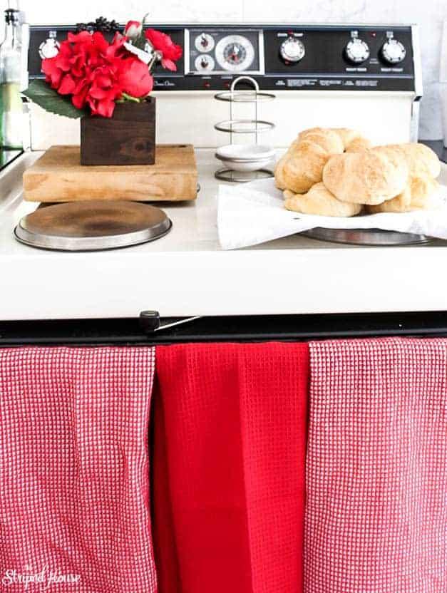 modern-traditional-scandinavian-christmas-home-kitchen-stove