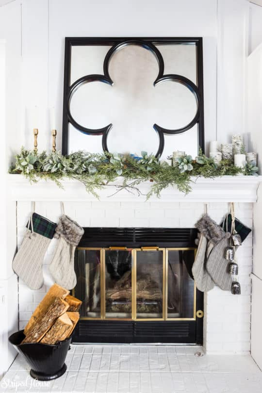 CLASSIC TRADITIONAL CHRISTMAS MANTLE DECOR